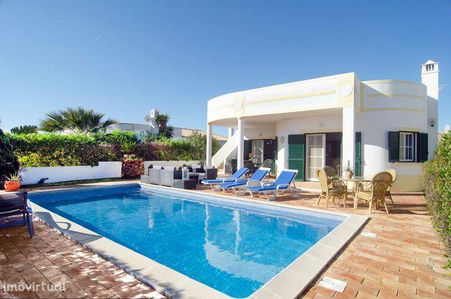 LGS63V3 Moradia com piscina em zona residencial calma, vista mar.