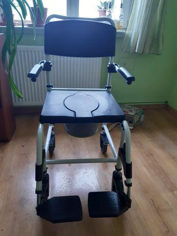 Wózek inwalidzki toaletowo-prysznicowy