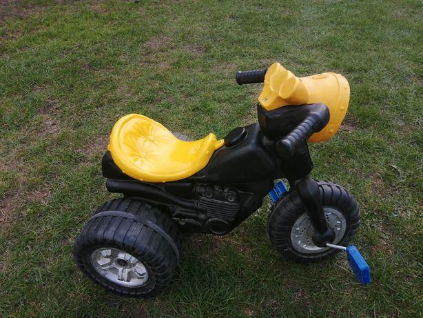 Mały rowerek trójkołowy