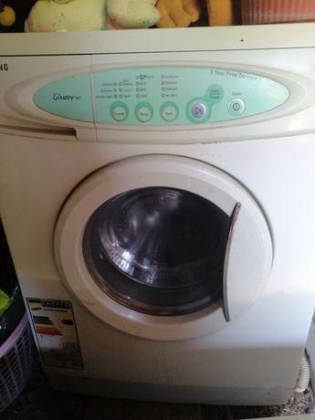 Продам машинку стиральную
