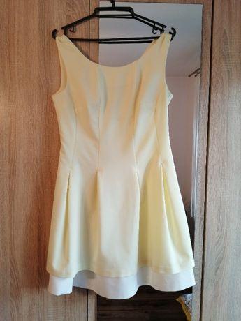 Sukienka w kolorze cytrynowym.