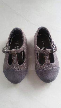 Śliczne buciki dla dziewczynki
