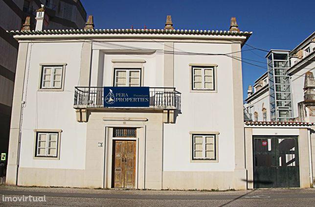 Casa Senhorial situada no Largo da Camara Municipal em Portimão