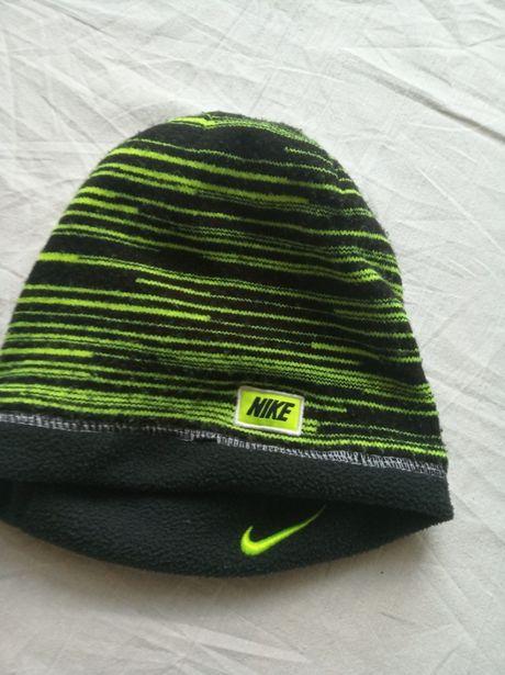 """Czapka zimowa, chłopięca - dwustronna marki """"Nike""""."""