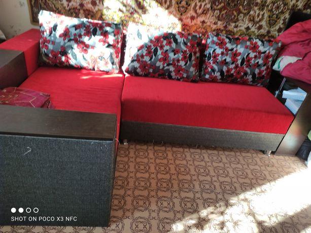 Мягкий уголок диван