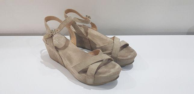 AGE bezowe sandały koturny 40 nico