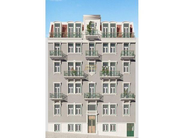 Apartamento T3+1 para recuperação total   Centro de Lisboa