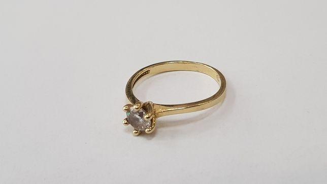 Przepiękny złoty pierścionek damski/ 585/ 1.84 gram/ R12/ duża cyrkoni