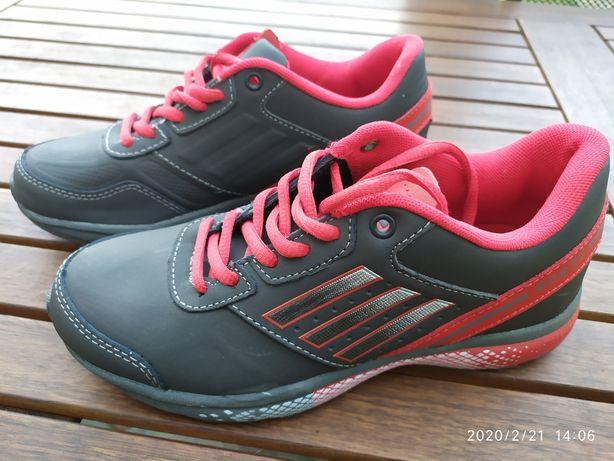 Новые кроссовки Demax, 37 р