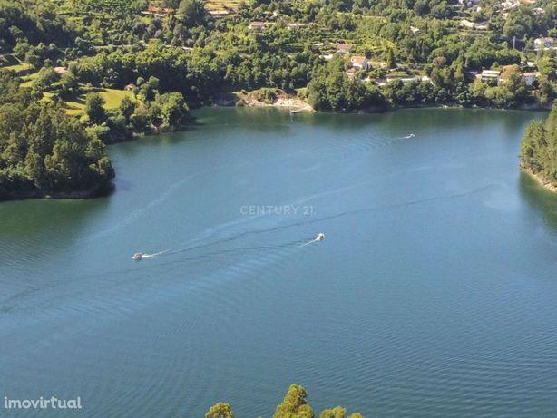 Moradia com piscina no Gerês com vistas deslumbrantes para o rio