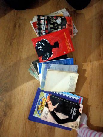 Komplet różnych książek