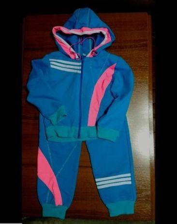 Классный яркий спортивный костюм на возраст:3 года ( рост:98 см).