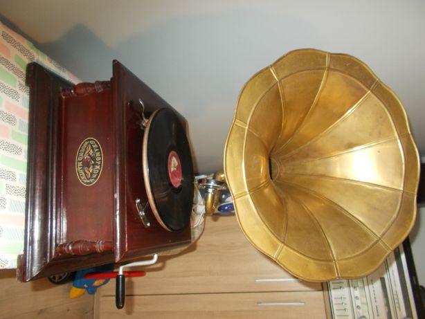 Stary gramofon sound master.