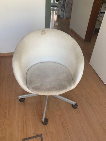 Cadeira Giratoria em pele branca (modelo ikea )