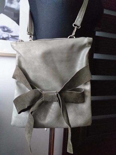 Włoską torebka z kokardą listonoszka