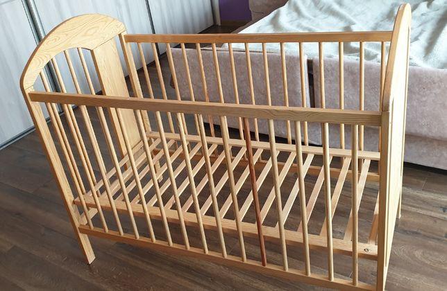 Drewniane łóżeczko