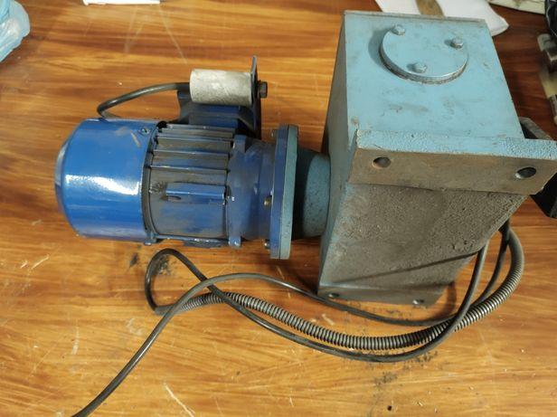 motoreduktor typ. SEMkg 56-4C/ 3890