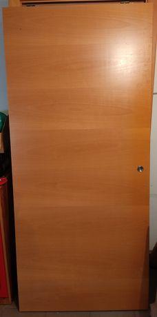 Porta de correr em madeira usada em bom estado 90x200