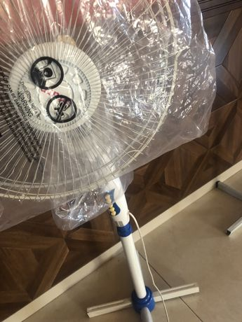 Напольный вентилятор Saturn (потеряли лопасть, а так все работает)
