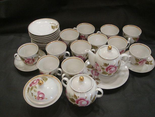 Чайный сервиз на 12 персон с позолотой.