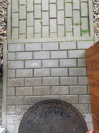 Kostka cementowa z demontażu