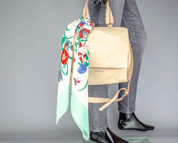 Фирменный шелковый платок Gucci Flora.Большой яркий платок.Italy.