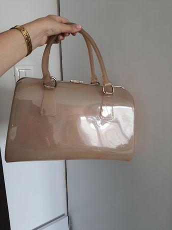 Silikonowa torebka typu kuferek