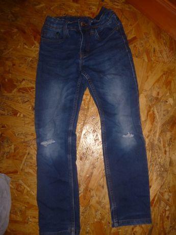 продам рваные джинсы на рост 134 см на 8-9 лет