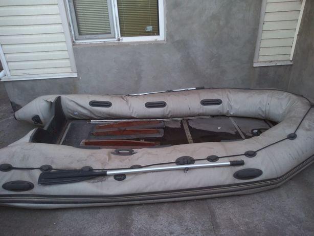 Продам лодку 4 м