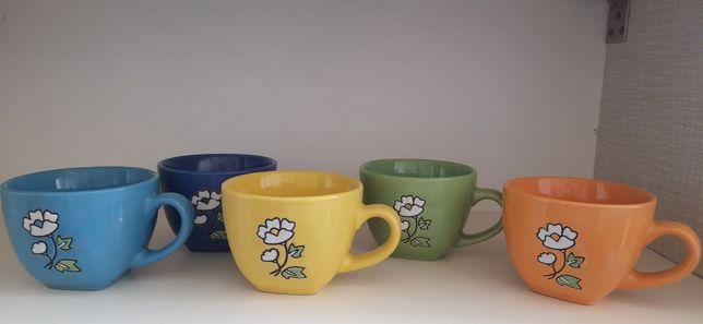 5 разноцветных чайных чашек