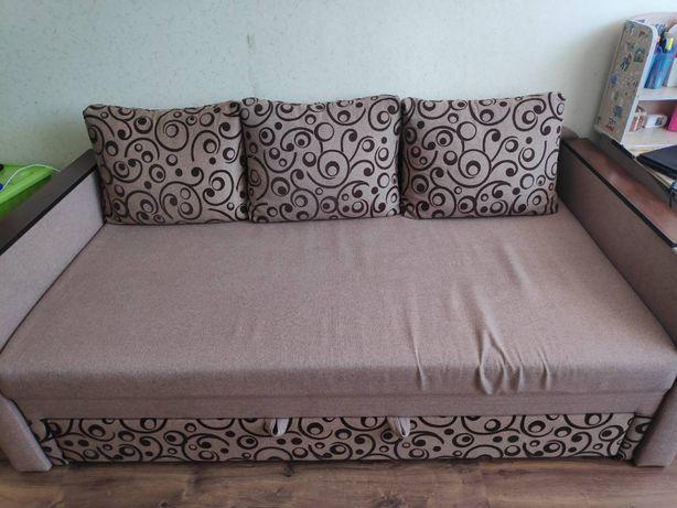 Продам б. у. диван в хорошем состоянии.