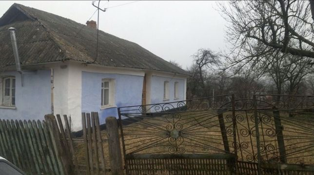 Продається земельна ділянка під забудову із глинобитним будинком