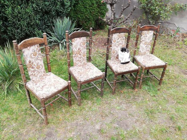 Krzesła drewniane z wysokim oparciem