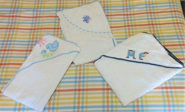 Toalhas Banho Turcas para Bebé c/ Capuz Feitas em Casa Aprox. 80x85cm