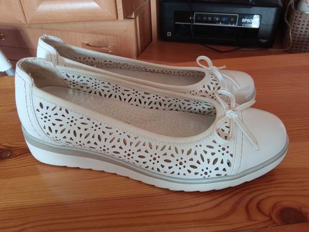 Białe buty na koturnie, jak nowe, rozmiar 39