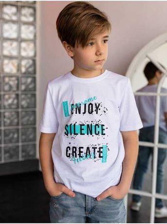 Детская белая футболка с трендовым принтом