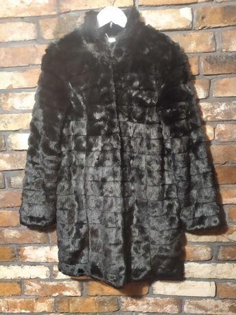 Płaszcz futrzany Mohito.