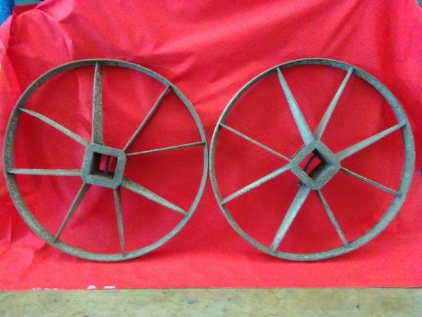 Rodas de carro de bois em ferro (antigas)