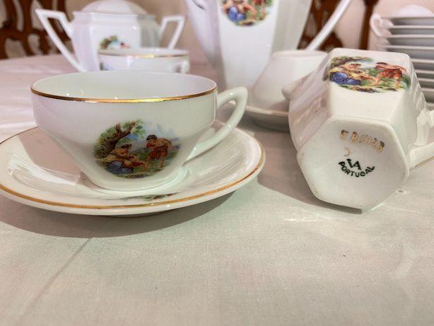 Serviço de café Vista Alegre em Art Deco