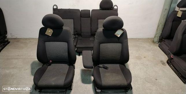 Conjunto De Bancos Opel Meriva A Veículo Multiuso (X03)