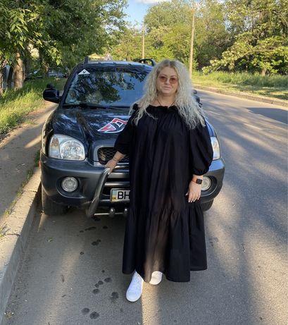 Инструктор по вождению женщина автома