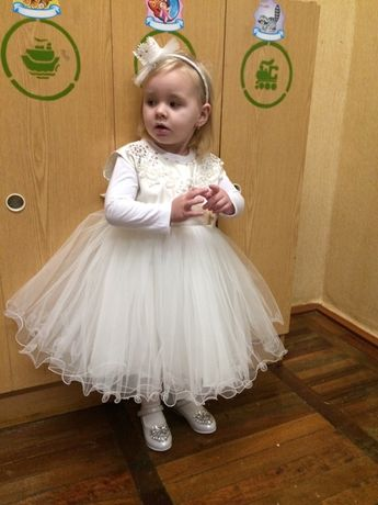 Платтячко біле, пишне