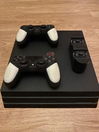 Playstation 4 PRO (CUH-7216B) + 10 Gier + 2 Pady + Stacja dokująca.