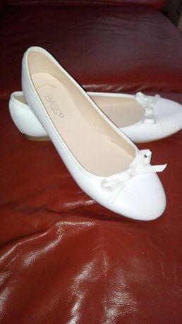 Sabrinas brancas em pele T39