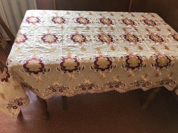 Скатерть на стол с выбитым рисунком