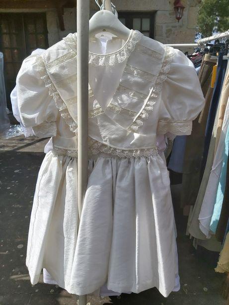 Vestidos de criança (comunhões) novos,para desocupar