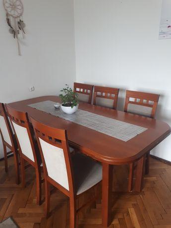 Duży stół z krzesłami do jadalni