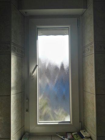 Okno łazienkowe i roleta