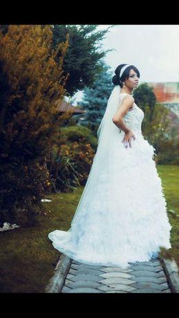 Весільне плаття зі страусиного пір'я