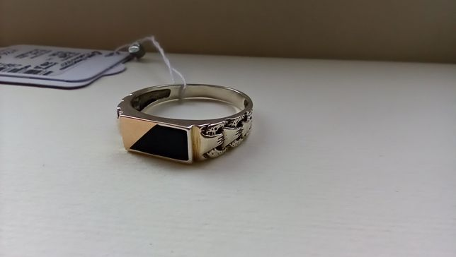 Кольцо, перстень.